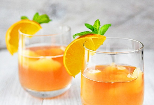 Orange-Splash-Cocktail-1024x700